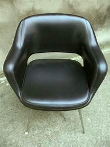 Fauteuil Années 50 : fauteuil noir type eero saarinen adopte un meuble ~ Dallasstarsshop.com Idées de Décoration