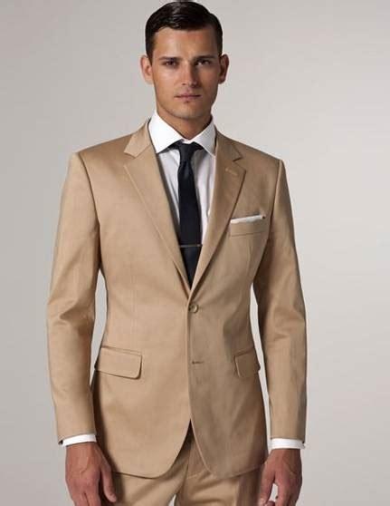 Abiti da cerimonia uomo e per un look nuovo e stiloso da tutti quei giorni che desideri siano speciali. Vestiti da uomo per matrimonio estivo - Abiti donna
