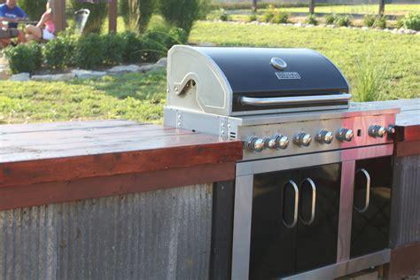 building  inexpensive rustic outdoor kitchen  world