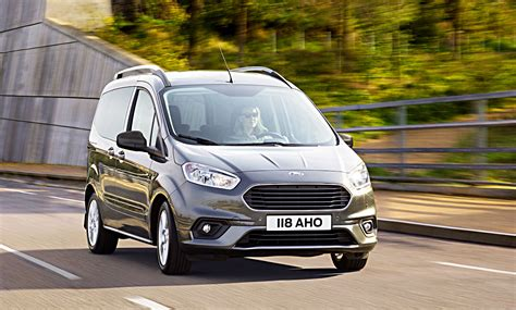 ford tourneo courier 2018 ford tourneo courier connect 2018 erste fotos preis