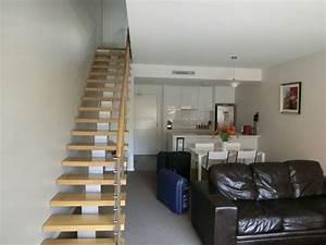 Treppe Im Wohnzimmer : treppe im wohnzimmer treppe mit glasgel nder f r schickes ~ Lizthompson.info Haus und Dekorationen