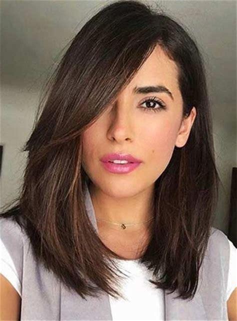 popular medium hairstyles  women  shoulder