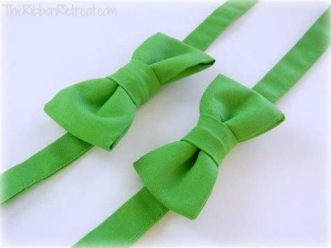 how to tie a bow out of ribbon how to make a bow tie the ribbon retreat blog