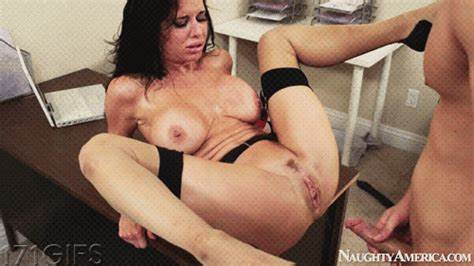 Veronica Avluv Squirting All Over Long Haired Prick