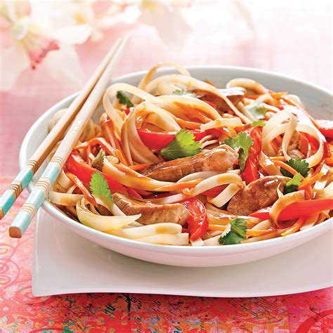 cuisine thaï nouilles sautées au porc sauce thaï recettes cuisine
