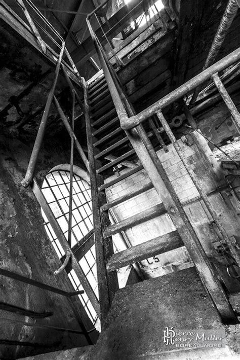 escalier metallique  la papeterie darblay en noir