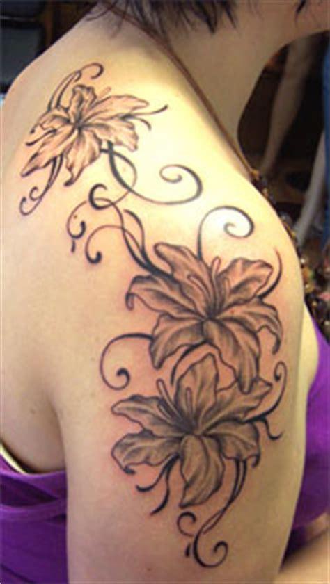 blumen schulter tattoos frau schulter arts