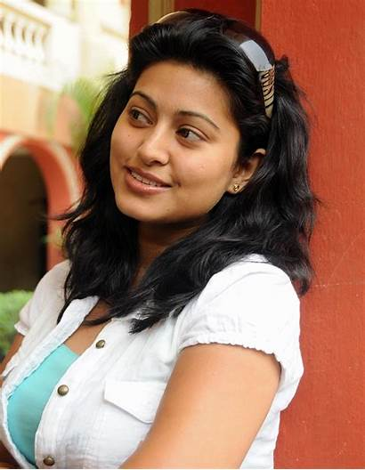 Sneha Tamil Actress Sukanya Stills Wallpapers Saree