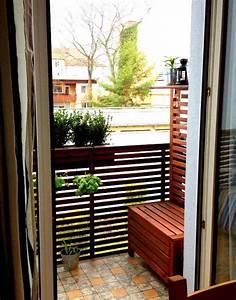 kleinen balkon gestalten ideen zur verschonerung bauende With französischer balkon mit sonnenschirm abdeckung