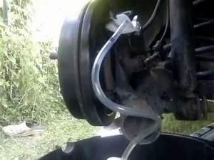 Liquide De Frein Voiture : m canque auto purge et remplacement du liquide de frein d 39 une voiture youtube ~ Medecine-chirurgie-esthetiques.com Avis de Voitures