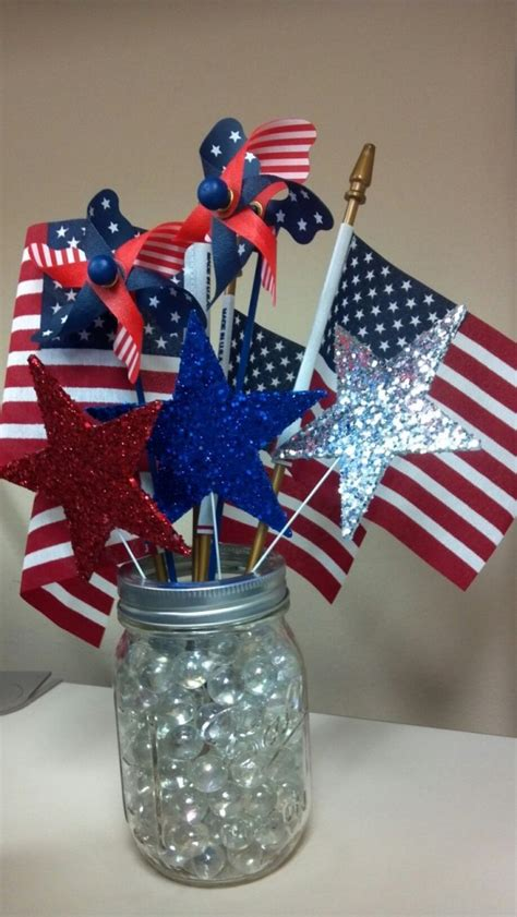 cool  july centerpieces  national colors digsdigs