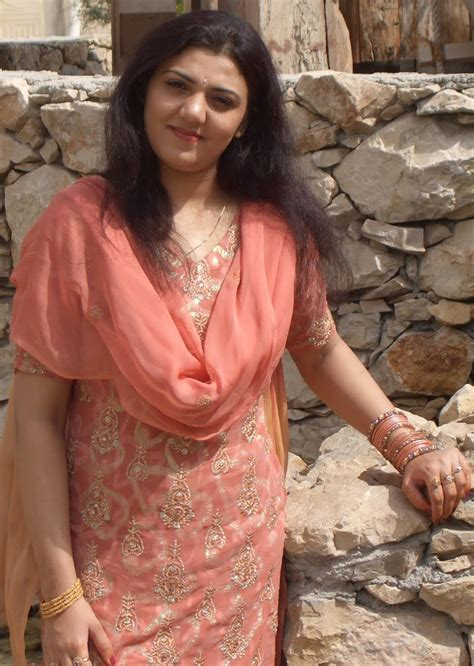 All Desi Celebrity Aunties: shalwar kameez wear farah khan