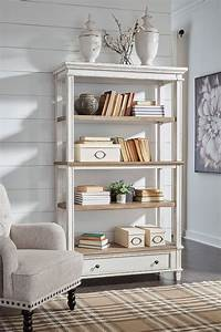 Realyn, Bookcase