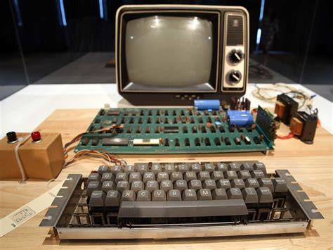 A Woman Dropped Off This Old Apple Computer Worth 0,000