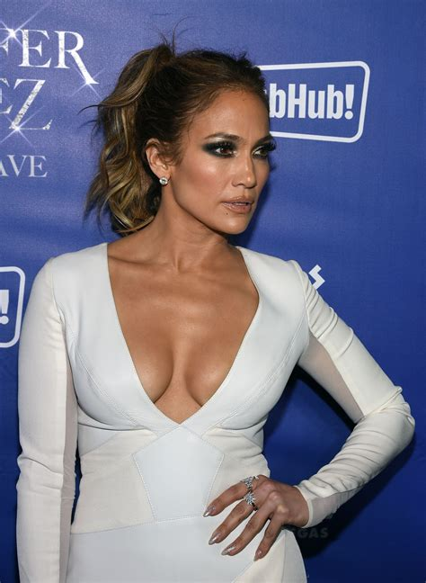 Jennifer Lopez Cleavage (40 Photos) #thefappening