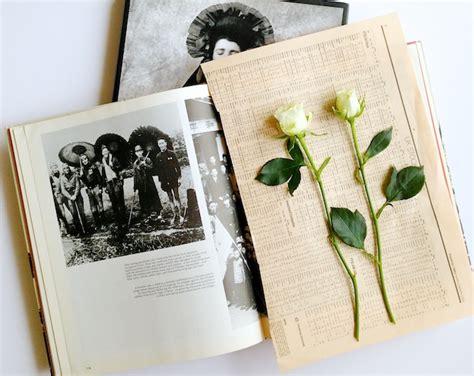 how to press flowers diy pressed flowers diply