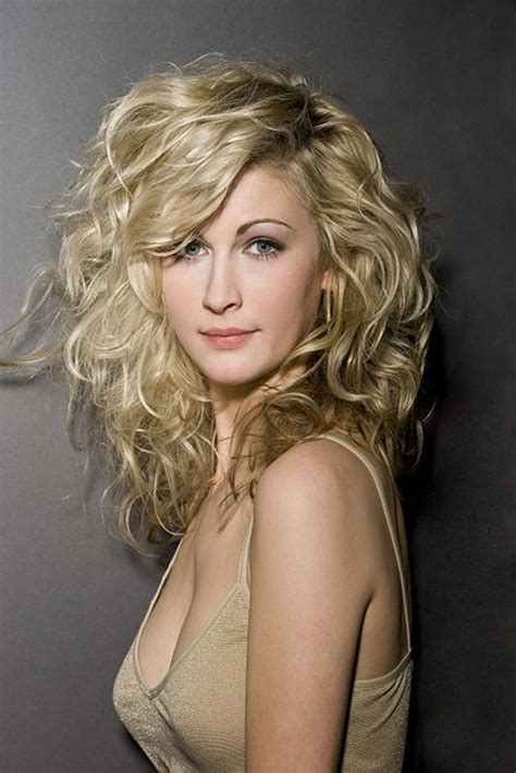 20 Super Chic Hairstyles For Long Faces To Break Up The