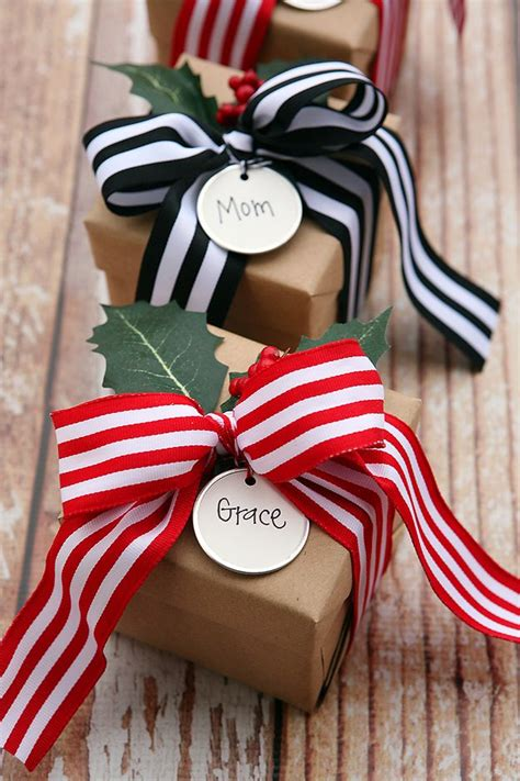 creative bows     christmas packages
