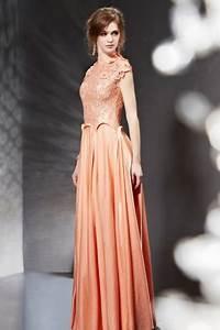 Haut Habillé Pour Soirée : robe pour soir e orange longue dentelle au haut avce bijoux ~ Melissatoandfro.com Idées de Décoration