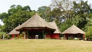une superbe villa au toit de chaume With maison toit de chaume 1 maison bretonne