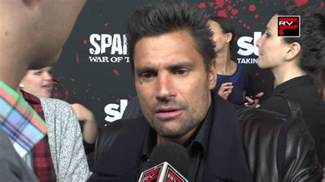 Manu Bennett talk about Andy Whitfield at @spartacus_starz ...