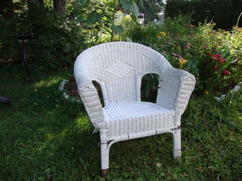 peindre un fauteuil en rotin un coussin pour ma chaise en rotin thalie coloris
