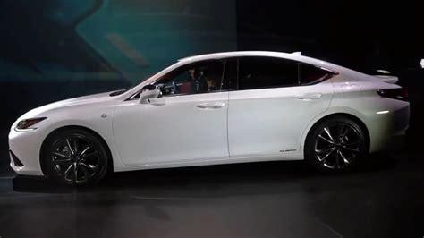 autonew updates  lexus es  sport  ultra white