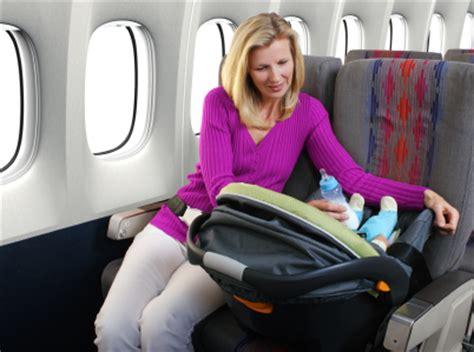 siege bebe avion en avion avec bébé châtelaine