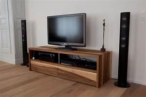 Tv Möbel Nussbaum : nussholz und walnussholz giger natur design ~ Indierocktalk.com Haus und Dekorationen