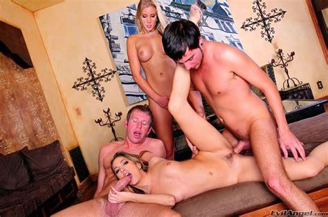 Fine Babes Nikki And Jenna In Crack Her Jack Pichunter