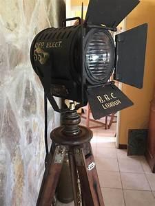 Antiguo Reflector Farol Cine Lampara De Pie Tripode