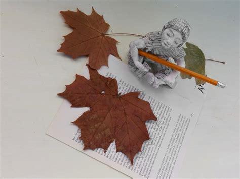 Eine Herbstgirlande Für Buchliebhaber Aus Buchseiten