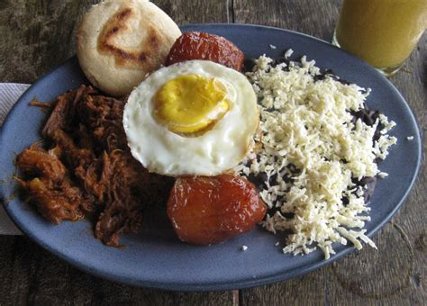 caracas pabellon criollo venezuela traditional food