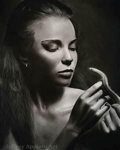 I Create Photo-Realistic Portraits Using Charcoal And ...  Realistic