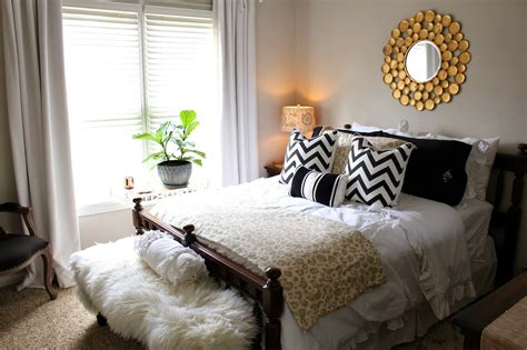 King Bed Decor Ideas by Top 5 Decor Tips For Creating The Guest Room