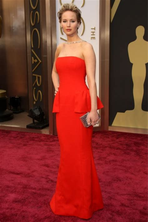 Jennifer Lawrence Trips On The Oscars 2014 Red Carpet