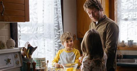 cuisiner avec les enfants cuisiner avec les enfants lesoeufs ca