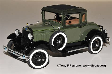 danbury mint   ford model  deluxe coupe diecast