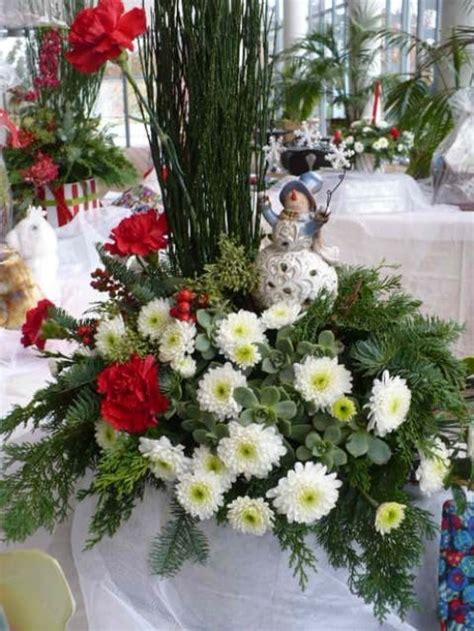 fresh christmas centerpieces how to make your own fresh floral centerpieces i easy and cheap