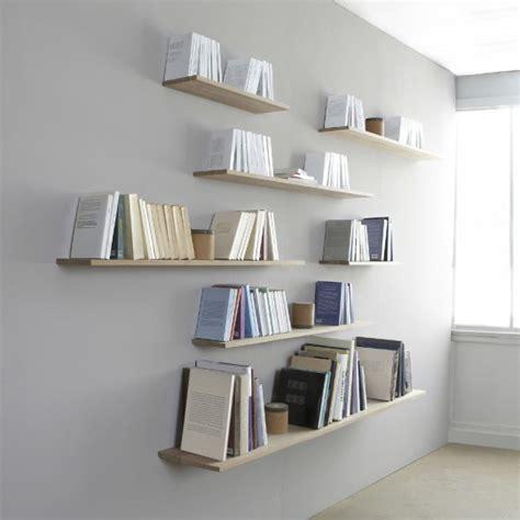 que mettre au dessus d un canapé sur cette bibliothèque ce sont les livres qui portent l