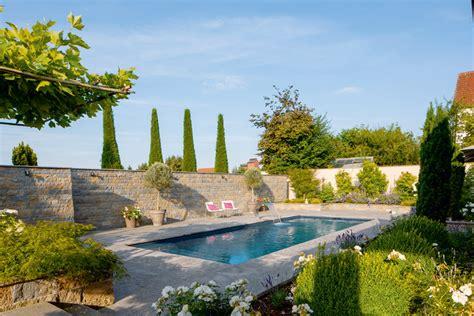 Garten, Pool Und Architektur Ergeben Eine Harmonie Der