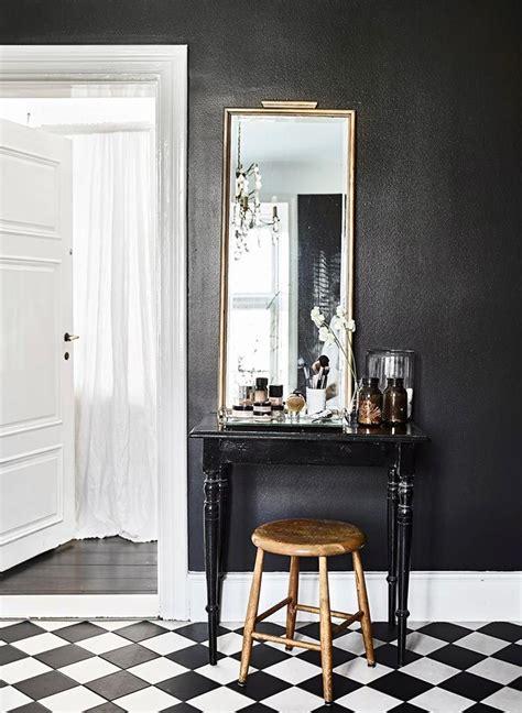 estilo nordico en blanco  negro   bano de pelicula