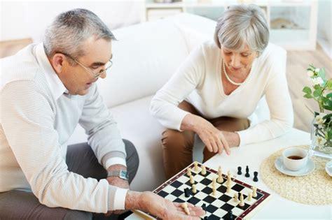 Actividades recreativas para adultos mayores eibar juegos. 12 juegos divertidos para personas mayores | familiados.com
