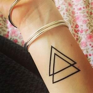 Tatouage Lune Poignet : triangle tattoo triangles pyramids tattoos triangle tattoo design et triangle tattoos ~ Melissatoandfro.com Idées de Décoration