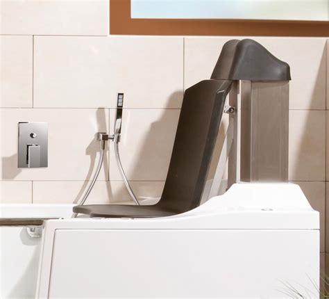 baignoire bébé avec siège intégré baignoire à porte saniku divina avec siège élévateur intégré