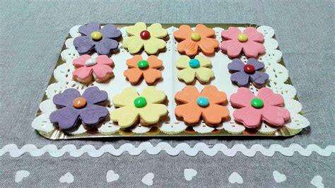 fiori con pasta di zucchero biscotti fiori di frolla e pasta di zucchero
