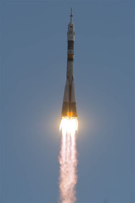 File:Soyuz TMA-05M rocket launches from Baikonur 2.jpg ...