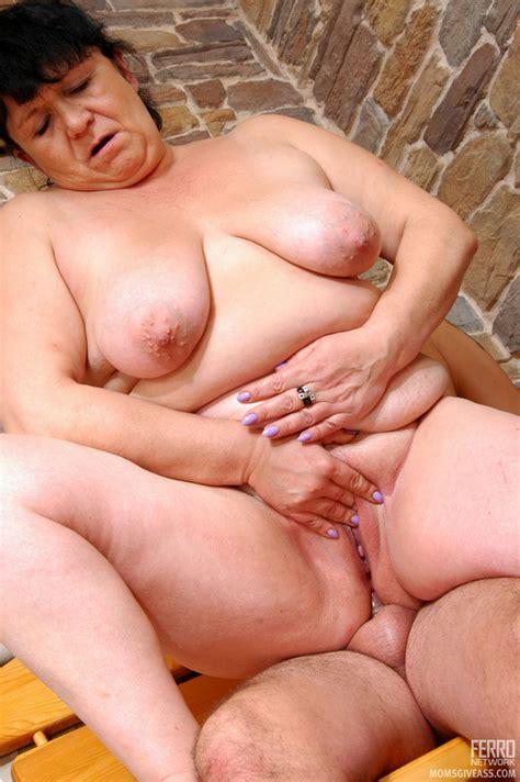 Momsgiveass Victoriaandadam Seductive Mom Gives Ass