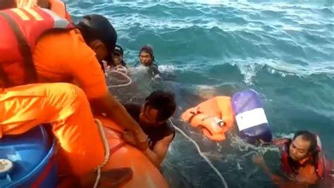 Insiden kapal selam al rusia, kursk, yang tenggelam dikenang karena operasi pengangkatannya yang rumit dan menyedot biaya besar. Kapal Tenggelam, 4 Orang Selamat setelah 13 Jam Terombang ...