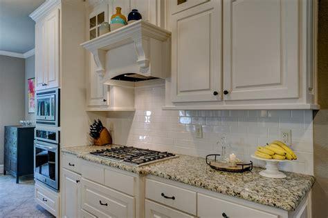 changing doors on kitchen cabinets sprytne rozwiązania urządzenia małego mieszkania w bloku clm 8130